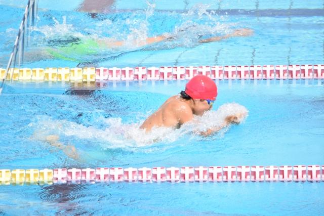 【平泳ぎの教え方】子供に平泳ぎを教える時のテクニック(身体が沈む・バランスが悪いなど)
